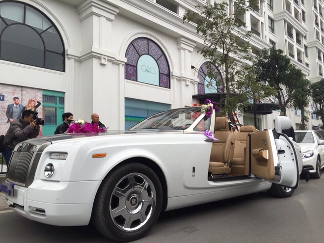 2.000 USD 4 tieng thue xe Rolls Royce don dau hinh anh 1