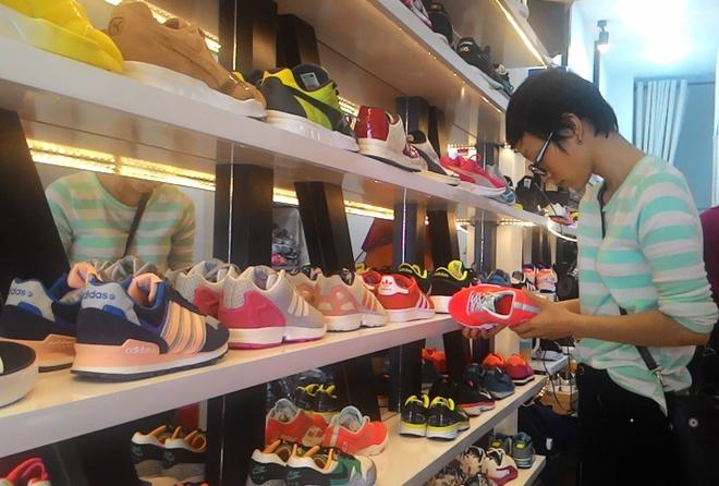 dc5a1be11 Giày hiệu giá bèo phần lớn là hàng Trung Quốc - Kinh doanh - ZING.VN