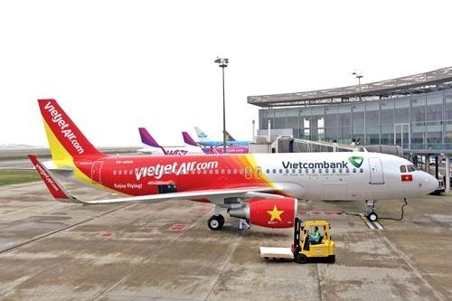 Nhung cuoc dua ty do nang cap doi may bay hinh anh 2 Chiếc máy bay đầu tiên trong đơn hàng 100 chiếc của Vietjet Air với Airbus.