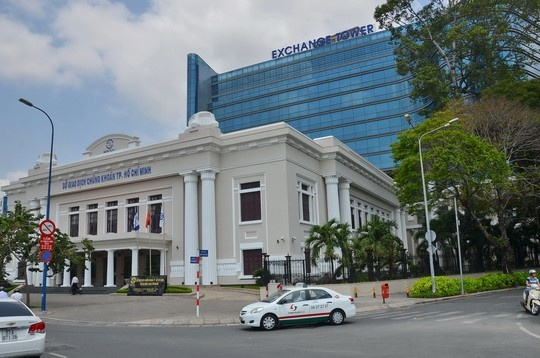 Sao lai dua 'Pho Wall' ra Ha Noi? hinh anh 1 Sở Giao dịch chứng khoán TP HCM được xây dựng hiện đại, có thể đáp ứng nhu cầu làm việc cho 800 nhân sự.
