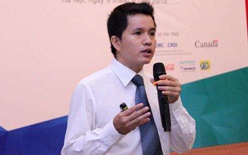 Hon 50% nguoi Viet so that bai khi kinh doanh hinh anh 1 TS Lương Minh Huân - Viện Phát triển doanh nghiệp (VCCI) trình bày Báo cáo Chỉ số khởi nghiệp Việt Nam 2014.