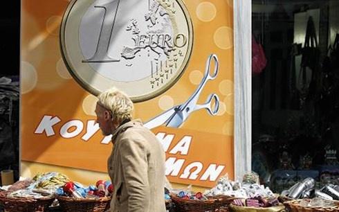 Dong euro truot gia manh sau tham kich Hy Lap hinh anh