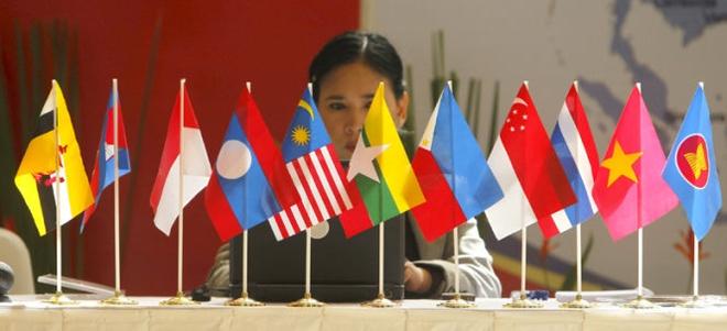 Nhung thoi thuc tu ASEAN hinh anh 1 Nhiều thành viên ASEAN đang kêu gọi đoàn kết cao hơn trong khối để thống nhất giải quyết các vấn đề - Ảnh: Reuters.