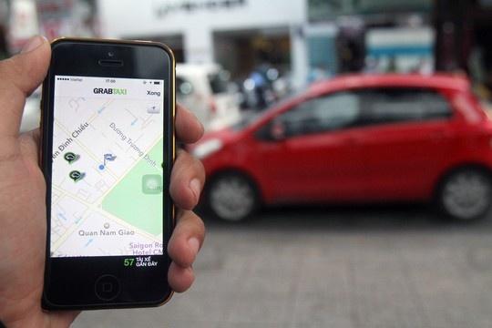 Bung no taxi gia re hinh anh 1 Gọi GrabTaxi thông qua phần mềm trên điện thoại di động.