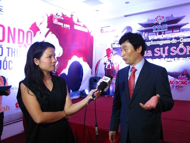 Sam rac lung doan thi truong hinh anh 2 Ông Ko Tea Hun - Chủ tịch Hiệp hội sâm Guemhong, thuộc Thành phố.
