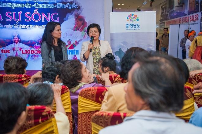 Sam rac lung doan thi truong hinh anh 3 Pyo Mi Kyon chủ trì hội thảo Công dụng của nhân sâm đối với sức khỏe do Công ty CP Geumsan Việt Nam tổ chức ở TP HCM.