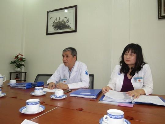 Ca mang thai ho thanh cong dau tien la song thai hinh anh 1 Các BS của BV Từ Dũ thông báo về tình trạng các ca mang thai hộ đầu tiên.