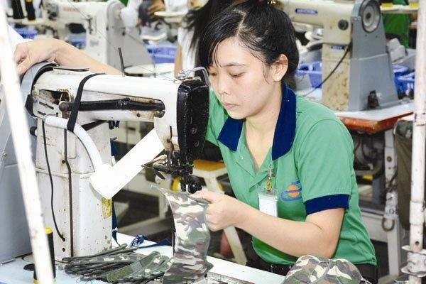 Tang luong toi thieu lieu co dung o 12,4%? hinh anh 1 Mặc dù có kết luận chính thức của Chủ tịch Hội đồng tiền lương quốc gia nhưng đến nay nhiều bên vẫn chưa bằng lòng với mức đề xuất lương tối thiểu vùng 2016.