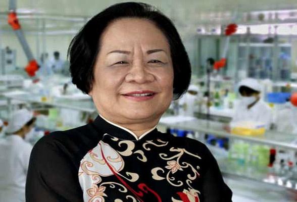 Bà Phạm Thị Việt Nga, người chèo lái con thuyền dược Hậu Giang.