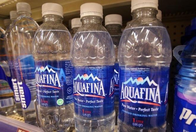 Aquafina duoc lam tu nuoc may, nguoi dung co nham? hinh anh 1