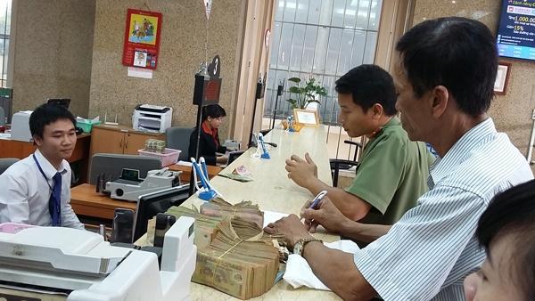 Nop thue dien tu: Loi 3 trieu USD hinh anh 2 Nhiều DN vẫn còn thói quen giao dịch tiền mặt.