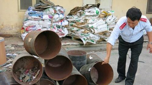 Chat cam trong chan nuoi: Nhap tu Trung Quoc, dung tran lan hinh anh 2 Các lô cám của Công ty TNHH TACN Trường Phú (Hải Dương) vẫn bị niêm phong.