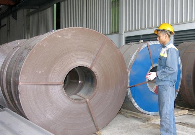 Thep Viet bi thep Trung Quoc gia re tan cong hinh anh 1 Giá thép tấm, thép cuộn đen nhập từ Trung Quốc hiện còn 7.300 đồng/kg, bằng 40% so với cùng kỳ năm ngoái (ảnh chụp tại một doanh nghiệp nhập khẩu thép ở Hà Nội).