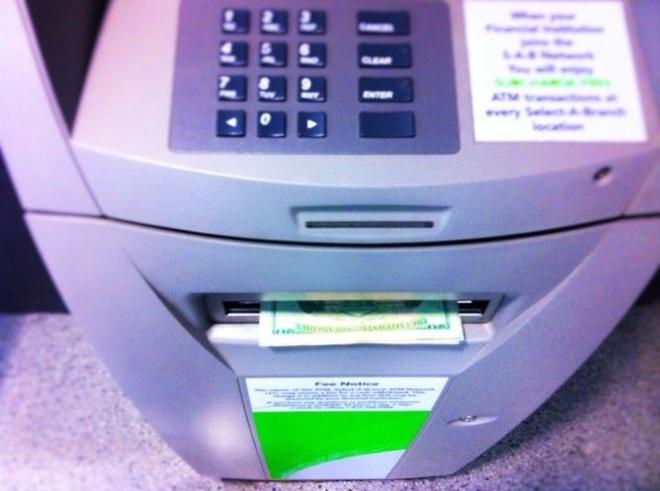 Mã độc rút tiền ATM như người dùng thực thụ.