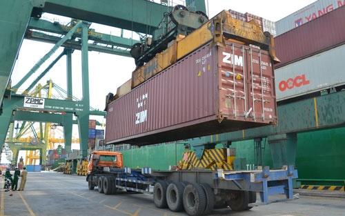 Bong ma nhap sieu quay lai hinh anh 1 Nhập khẩu hàng hóa qua cảng VICT TP HCM.