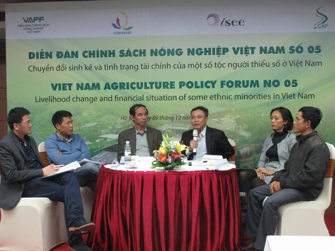 Moi ho dan Tay Nguyen no 44 trieu dong hinh anh 1 Tham dự Diễn đàn Chính sách Nông nghiệp Việt Nam, các đại biểu cho rằng người dân tộc thiểu số ở Tây Nguyên đang sống chung với nợ và cần phải có cơ chế tín dụng đặc thù để họ vay vốn cho sản xuất kinh doanh. Ảnh: Lan Dung.