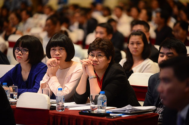 Co dong chua dong y phuong an nhan su cua Eximbank hinh anh 2 Cổ đông tham dự đại hội đồng cổ đông bất thường năm 2015 của Ngân hàng Eximbank sáng 15-12.