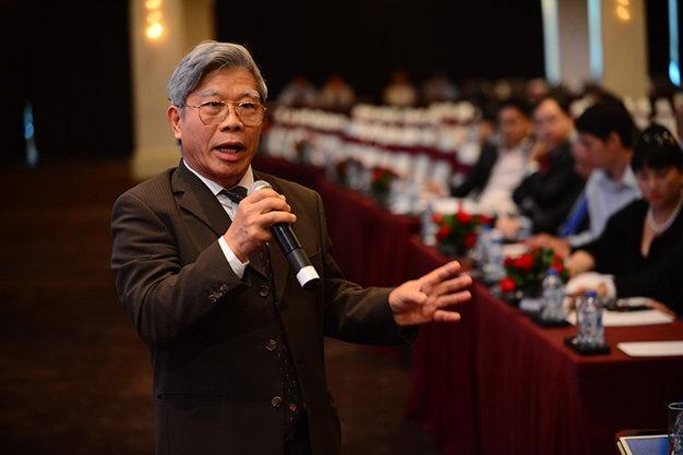 Co dong chua dong y phuong an nhan su cua Eximbank hinh anh 3 Ông Lê Đức Thúy - Cố vấn Ngân hàng Eximbank trả lời câu hỏi của các cổ đông tại đại hội.