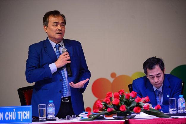 Co dong chua dong y phuong an nhan su cua Eximbank hinh anh 4 Ông Hà Thanh Hùng - phó chủ tịch thường trực HĐQT Ngân hàng Eximbank trả lời câu hỏi các cổ đông tại đại hội đồng cổ đông bất thường năm 2015 của Ngân hàng Eximbank sáng 15-12.