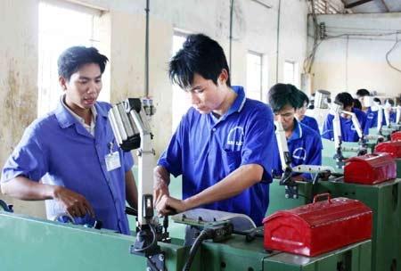5 nam tai co cau: Van dau dau lo tut hau hinh anh 2 Năng suất lao động của người Việt còn thấp.