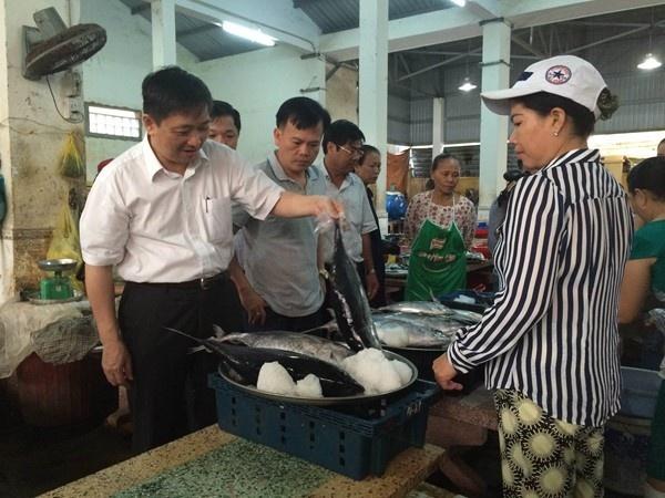 Da Nang: Nguoi dan mua sach 4 tan hai san trong buoi sang hinh anh