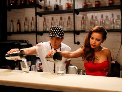 Vet thuong sau nhung man mua chai cua bartender hinh anh