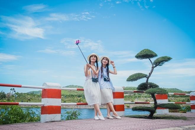 Nguyễn Thảo Vân và Nguyễn Thảo Vy cùng sinh ngày 26/5/1996 là cựu học sinh trường THPT Hàng Hải, Hải Phòng