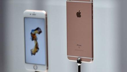 Hai thanh nien ru nhau ban than de mua iPhone 6S hinh anh