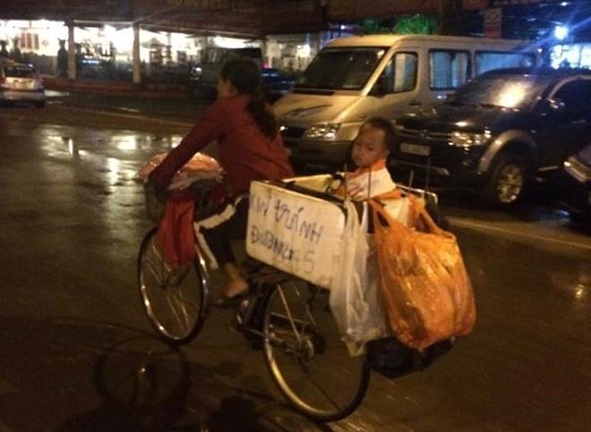 8X Ha Thanh mang Trung thu den voi hai me con vo gia cu hinh anh