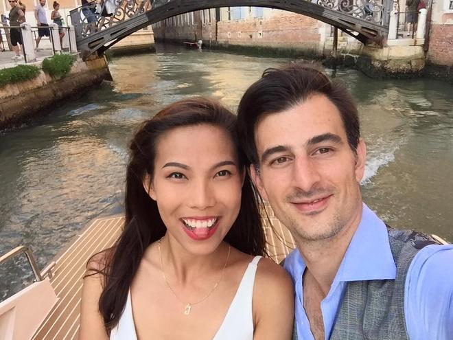 Tinh yeu tu cai nhin dau tien cua chang Tay va 9X Viet hinh anh 1 Tình yêu chân thành của cặp đôi này khiến nhiều bạn trẻ ngưỡng mộ. Ảnh: NVCC.