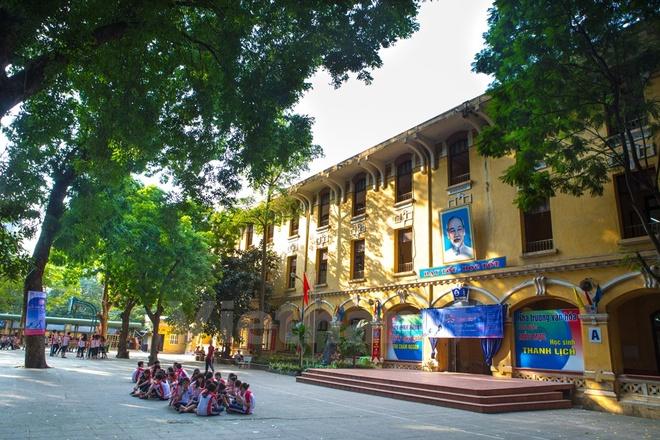 Can canh nhung ngoi truong pho thong tram nam tuoi o Ha Noi hinh anh 5 Trường Trung học phổ thông Phan Đình Phùng thành lập từ năm 1923 với tên gọi ban đầu là École Normale Supérieur Đỗ Hữu Vị - phi công đầu tiên của Đông Dương. Thời kỳ Pháp thuộc