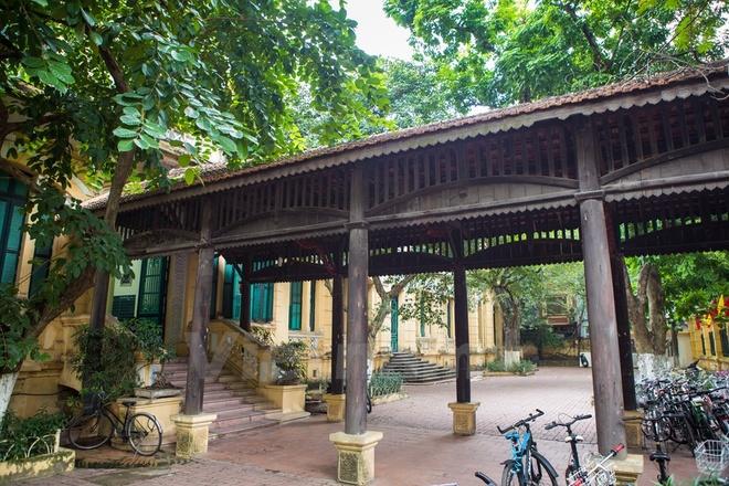 Can canh nhung ngoi truong pho thong tram nam tuoi o Ha Noi hinh anh 14 Trường Trung học cơ sở Trưng Vương (26 Hàng Bài, Hoàn Kiếm), tiền thân là trường nữ sinh Đồng Khánh.  Thành lập năm 1917, trường là một trong các cơ sở giáo dục lâu đời nhất của Hà Nội và Việt Nam.