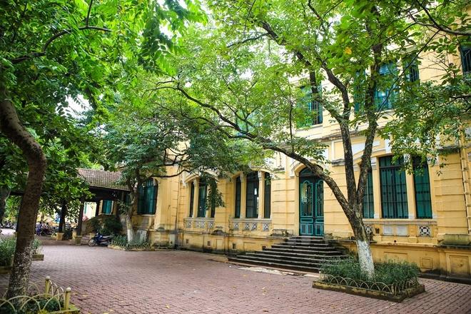 Can canh nhung ngoi truong pho thong tram nam tuoi o Ha Noi hinh anh 15 Trường nữ sinh Đồng Khánh khi ấy là ngôi trường duy nhất ở miền Bắc dành riêng cho học sinh nữ. Sau năm 1945, trường bắt đầu đào tạo chung cho cả nam và nữ, sau đó đổi tên thành trường Trung học cơ sở Trưng Vương