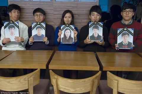 Lop hoc 'trai nghiem cai chet' o Han Quoc hinh anh 3 Những học viên thức dậy sau đó và rời khỏi quan tài đều nói mình cảm thấy