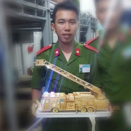 Chang canh sat 9X co biet tai lam oto, biet thu tu que kem hinh anh 3 Thanh Vũ và chiếc xe PCCC