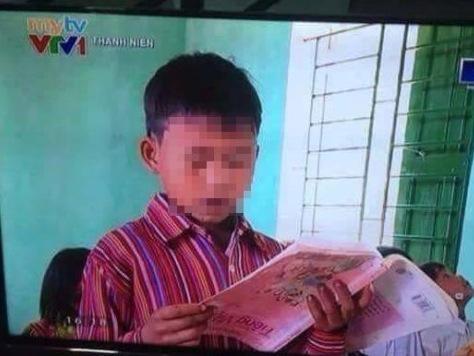 Hoc sinh doc sach nguoc: Loi dan dung hay khong biet chu? hinh anh