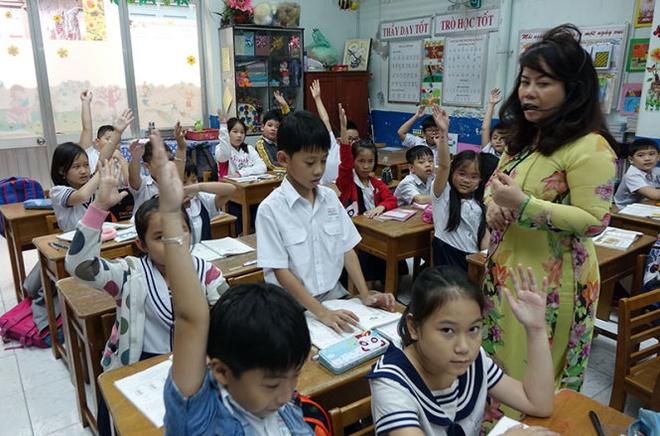 Luong giao vien thua bao ve hinh anh 1 Một tiết dạy của giáo viên lớp 3/1 Trường tiểu học Minh Đạo (Q.5, TP.HCM). Ảnh: Tuổi Trẻ