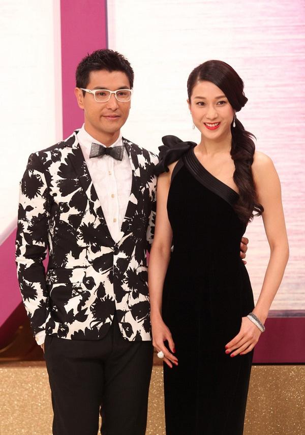 Sao nu TVB dua nhau dien dam xuyen thau tren tham do hinh anh 7