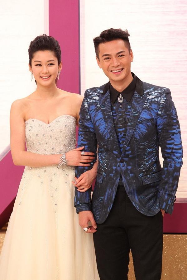 Sao nu TVB dua nhau dien dam xuyen thau tren tham do hinh anh 9