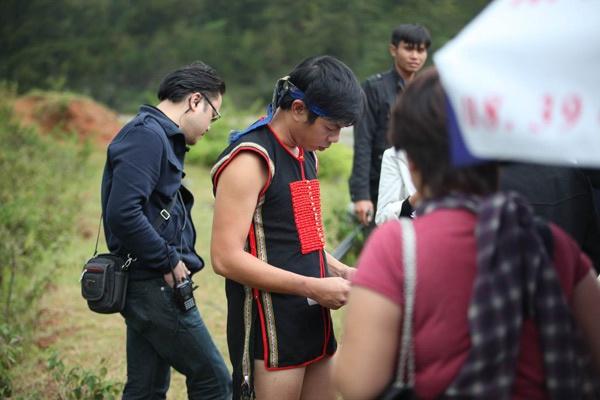 Thai Hoa mac mat me trong phim 'Qua tim mau' hinh anh 2