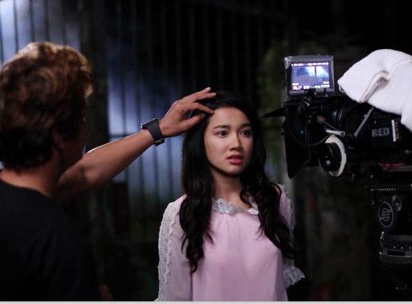 Nha Phuong bat mi hau truong phim 'Qua tim mau' hinh anh