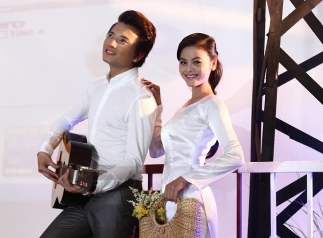 Ba Thang va Xuan Thuy tai hop ke chuyen tinh lang man hinh anh
