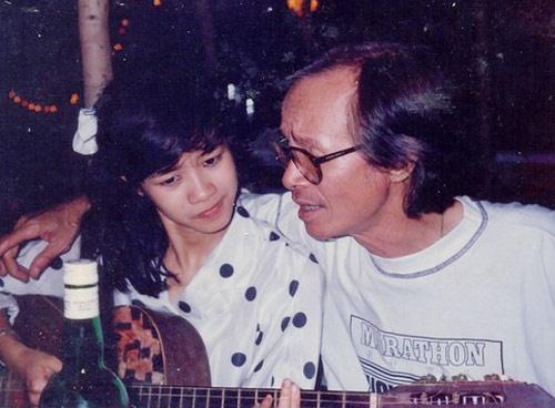 Sao Viet va ky niem kho quen voi Trinh Cong Son hinh anh 2 Ca sĩ Hồng Nhung và nhạc sĩ Trịnh Công Sơn những ngày đầu mới biết nhau.