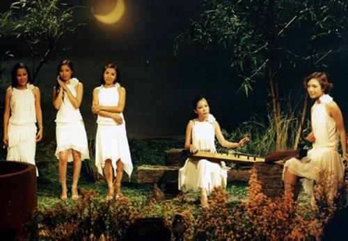 Sao Viet va ky niem kho quen voi Trinh Cong Son hinh anh 1 Nhóm 5 dòng kẻ thời hát Tiến thoái lưỡng nan.