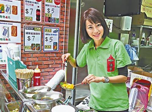 Thuc hu chuyen cuu Hoa hau TVB ban ca vien via he hinh anh