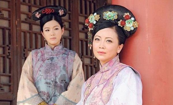Cẩu Vân Tuệ đóng vai người hầu của Đặng Tụy Vân trong phim Thâm cung nội chiến 2.