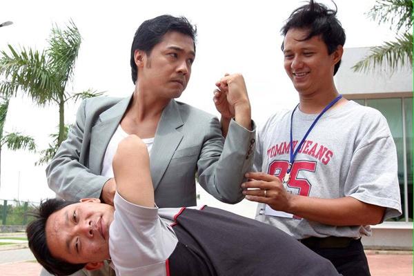 Nhung lan suyt bo mang cua cascadeur Viet hinh anh 3 Đạo diễn - Cascadeur Quốc Thịnh đang chỉ đạo một cảnh võ thuật cho Lý Hùng trong phim Đô la trắng.