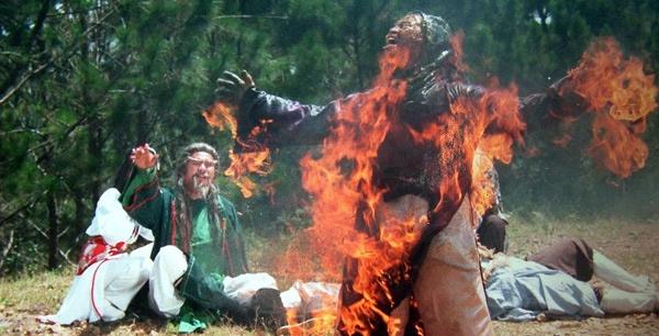 Nhung lan suyt bo mang cua cascadeur Viet hinh anh 4 Cascadeur Lữ Đắc Long trong một cảnh cháy nguy hiểm.
