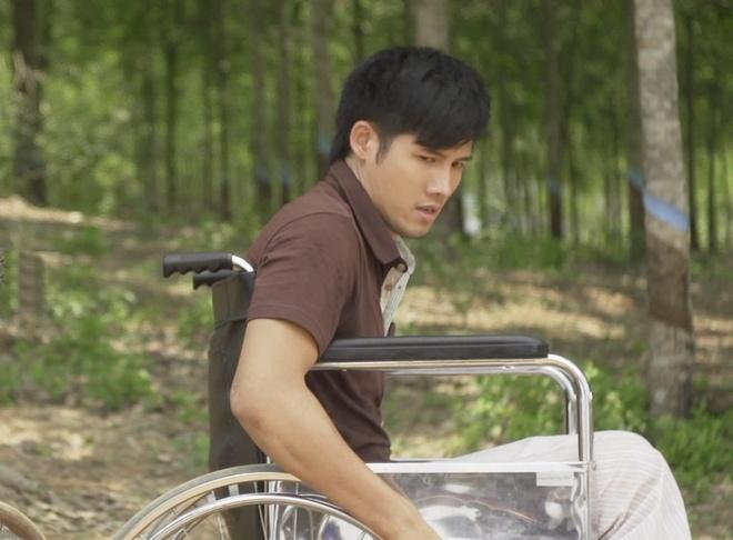 Thanh Thuc vat va dien tren xe lan hinh anh