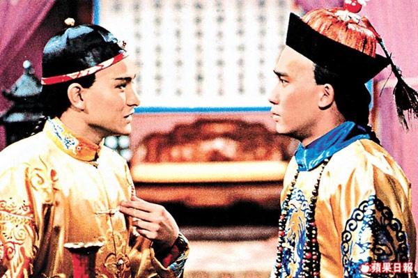 10 bo phim khong the quen tren man anh TVB hinh anh 9 Công chiếu năm 1984, Lộc đỉnh ký được xem là bộ phim định hình phong cách, đồng thời tạo nên tên tuổi của Lương Triều Vỹ và Lưu Đức Hoa qua 2 nhân vật Vi Tiểu Bảo và Khang Hy. Nhiều khán giả cho rằng đây là bản dựng từ tiểu thuyết Kim Dung hay nhất từ trước đến nay. Phim còn có mặt nhiều gương mặt trẻ lúc bấy giờ sau này đều nổi tiếng như Lưu Gia Linh, Ngô Quân Như, Thương Thiên Nga, Mao Thuần Quân…